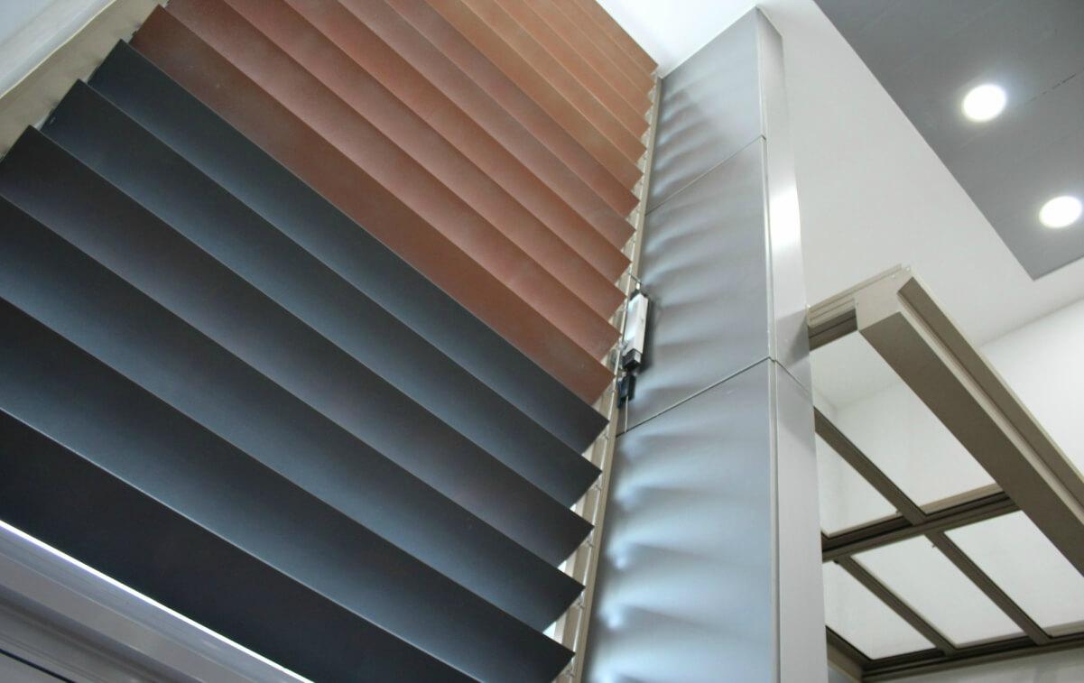 sistemas de aluminio para la construccion alumed aluminium systems alicante showroom 16 lamas ventana