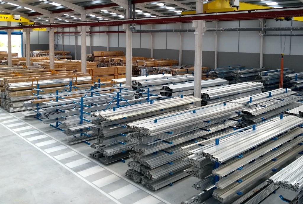 sistemas de aluminio alumed alicante perfiles ventanas almacén crudo