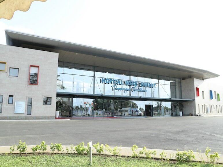 hospital costa de marfil ventana abisagrada proyecto sistemas de aluminio para la construccion alumed aluminium systems alicante 8