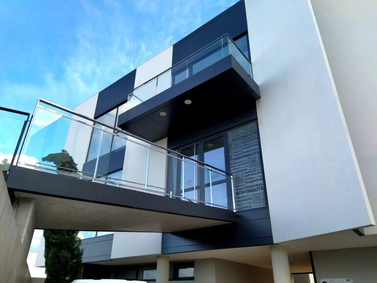 edificio funcional puertas ventanas hoja oculta insignia amc proyecto 18 sistemas de aluminio para la construccion alumed aluminium systems alicante 2