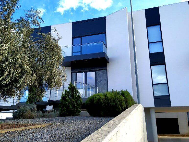 edificio funcional puertas ventanas hoja oculta insignia amc proyecto 18 sistemas de aluminio para la construccion alumed aluminium systems alicante 5
