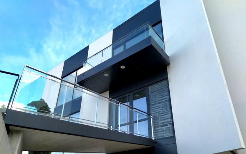 insignia amc abisagradas producto sistemas de aluminio carpintería arquitectura para la construcción alumed alicante proyecto